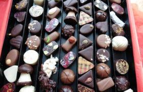 grande boite de chocolats fleurie